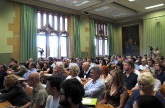 """A full house on the University of Sydney Quadrangle for McKenzie Wark's lecture """"Exit to the Planetarium"""". Photo: Gilbert Bel-Bachir."""