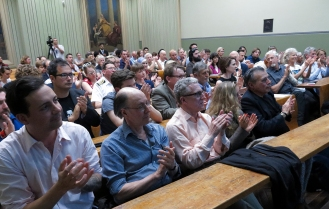 End of Q Lecture and beginning of Q2 Symposium. Photo: Gilbert Bel-Bachir.