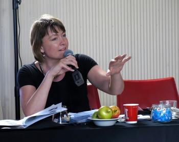 A question to the panel by Rebecca Adler-Nissen. Photo: Gilbert Bel-Bachir.