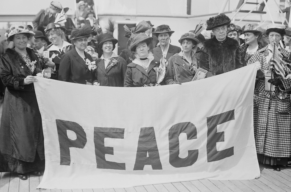 Delegates on their way to the 1915 Women's International Congress for Peace and Freedom. (Photo: Library of Congress)
